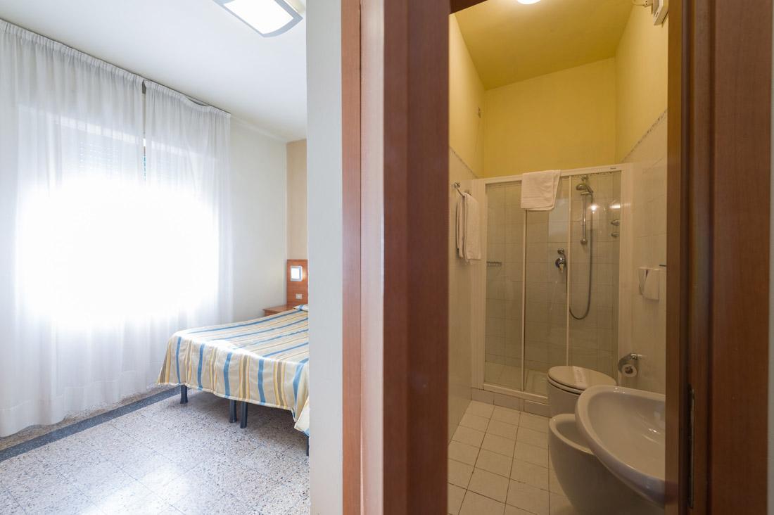 Camera doppia con bagno hotel moderno - Camera con bagno ...