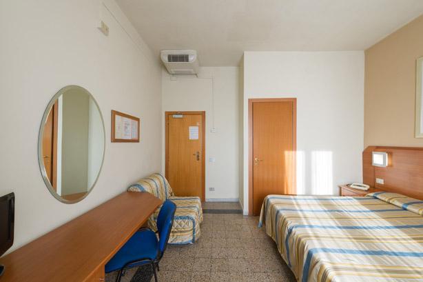 Camera quadrupla con bagno