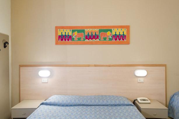 Bagno In Comune Hotel : Camera tripla con bagno in comune hotel moderno