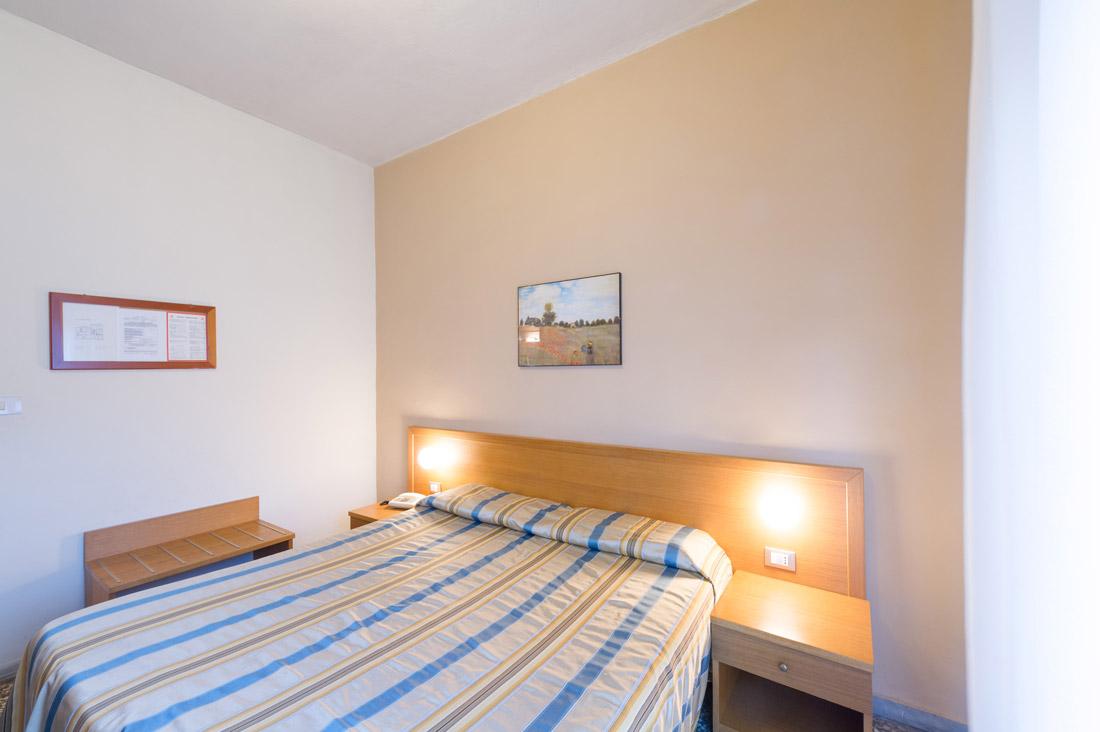 Camera doppia uso singola hotel moderno for Sito camera