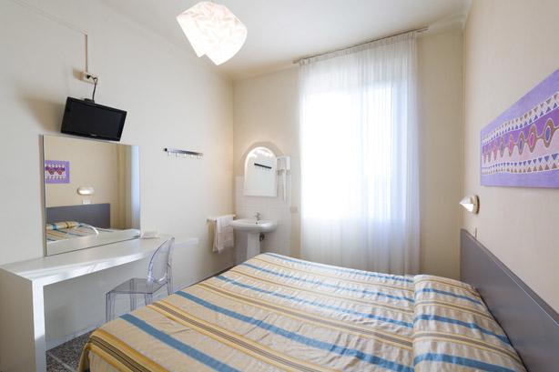 Camera doppia con bagno in comune hotel moderno