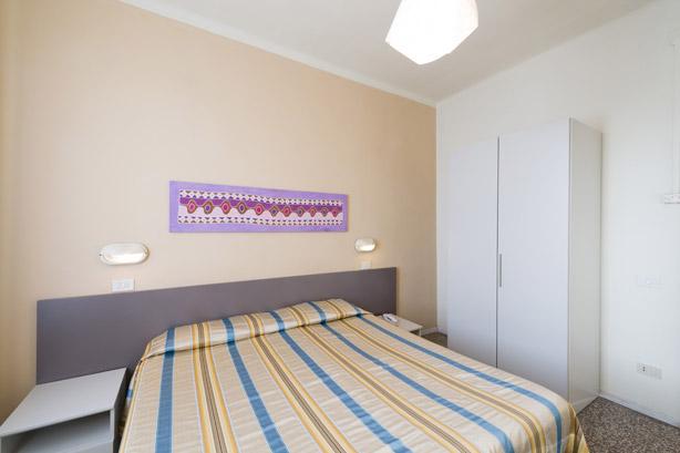 Bagno In Comune Hotel : Camera doppia con bagno in comune hotel moderno