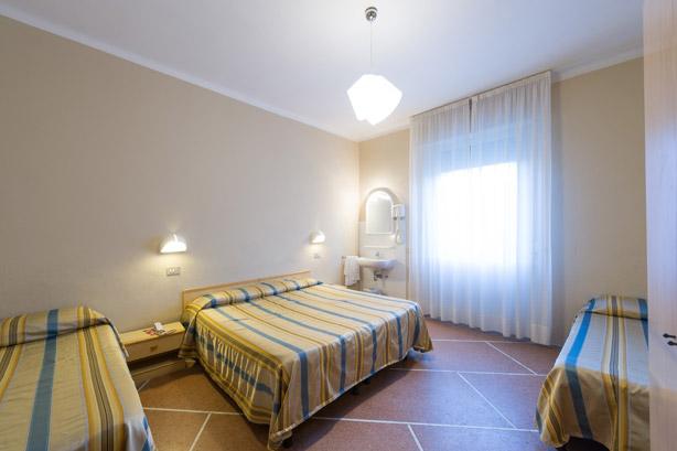 Bagno In Comune Hotel : Camera quadrupla con bagno in comune hotel moderno